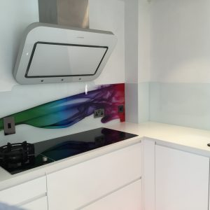 Glass kitchen splashbacks with multi coloured streak effect