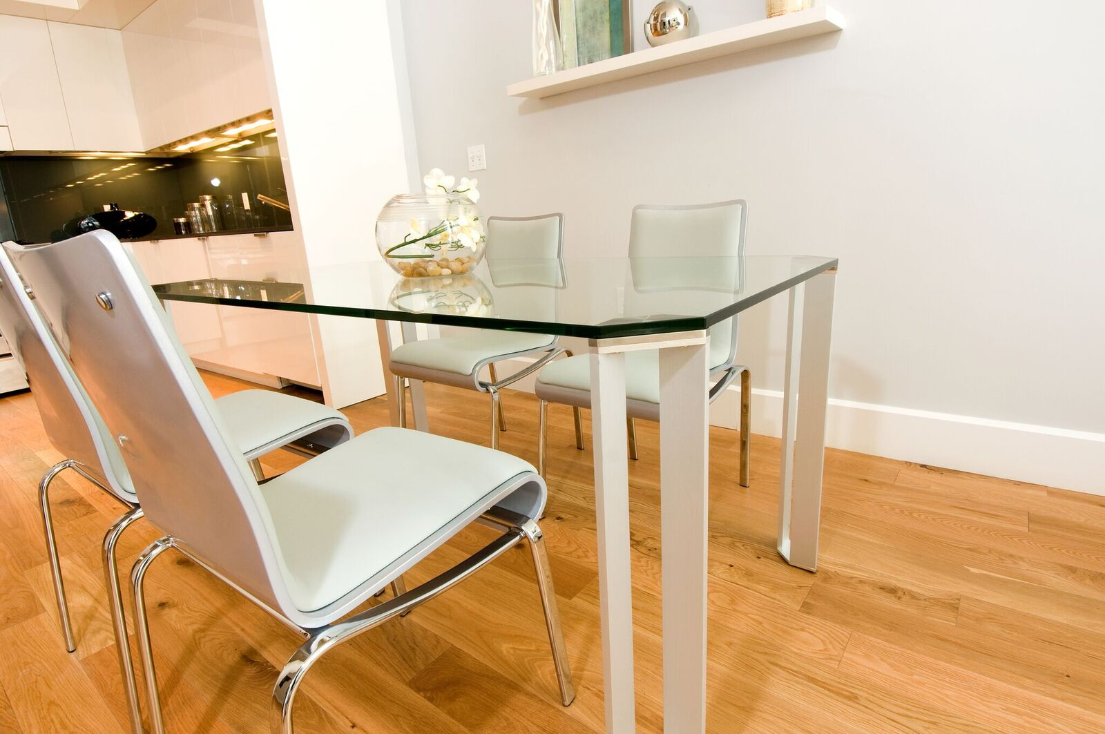 the benefits of glass table tops in the home